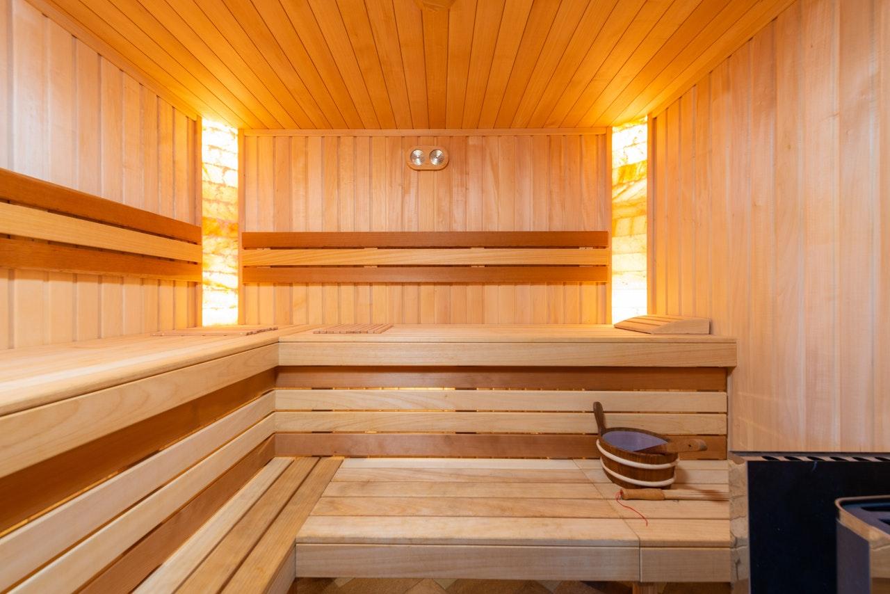 čím natřít dřevo v sauně